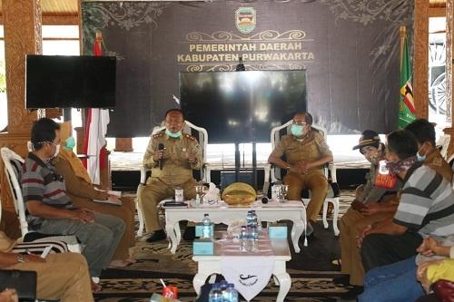 Ketua Harian Gugus Tugas Percepatan Penanganan (GTPP) Covid-19 Kabupaten Purwakarta Iyus Permana saat memberikan keterangan pers