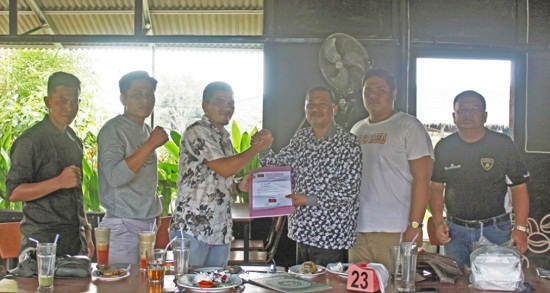 Ketua DPD Partai Garuda Ardiansyah Tanjung menyerahkan mandat kepada Sabaruddin Nasution