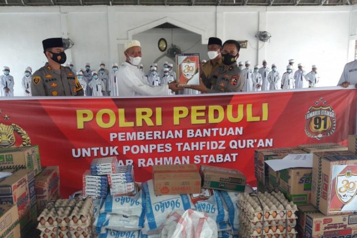 Alumni Akpol 91 Bhara Daksa Serahkan Bantuan ke Pesantren Tanfiz Quran