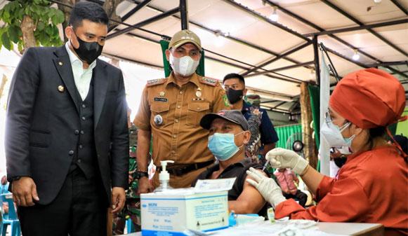 Wali Kota Medan Tinjau Vaksinasi Jempol