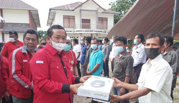 DPD PDI Perjuangan dan TMP Bantu Lampu Solarcell di Samosir